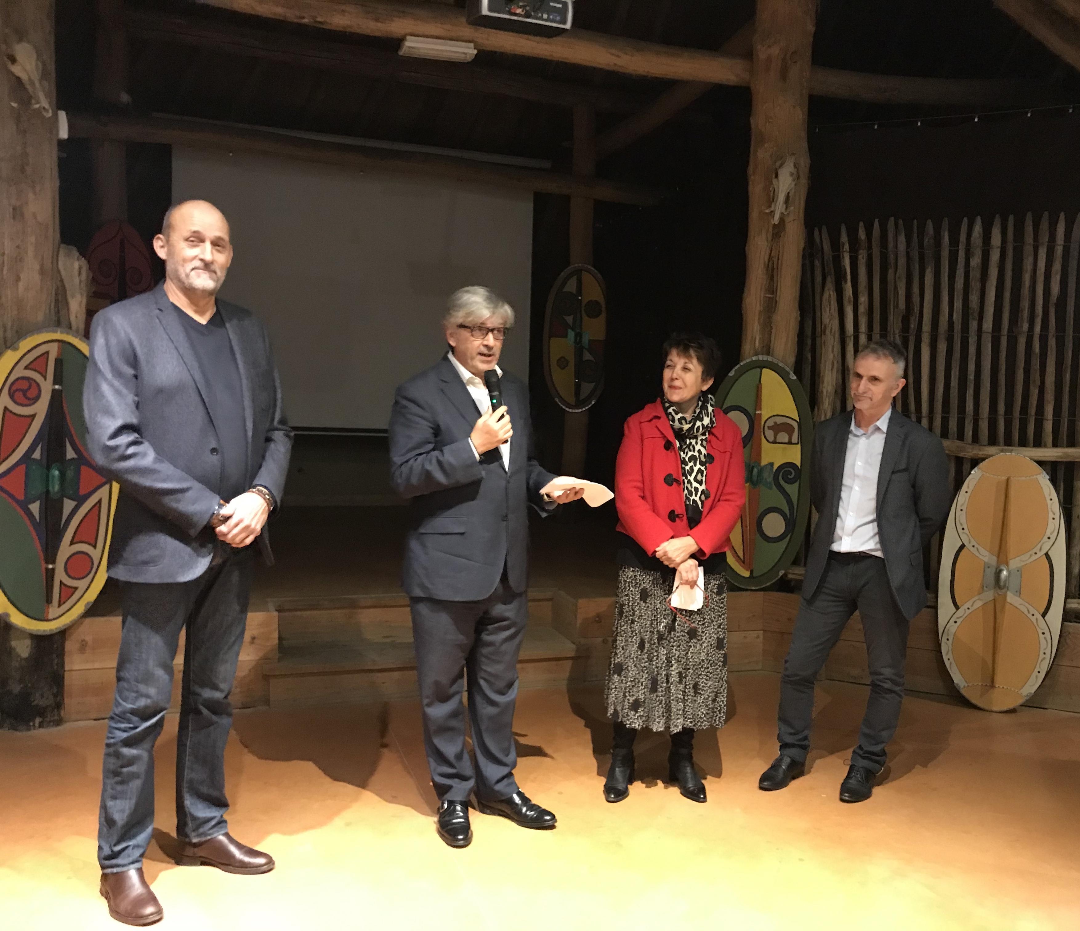Jean-Luc BLANCHARD, Didier CUJIVES, Maryse VEZAT et Patrick LEFEBVRE, réunis au Village Gaulois